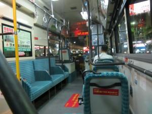 バス内、暑い!