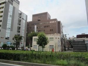 大阪法務局です。帰りの方が明るい!