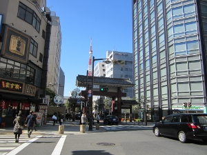 大門駅をでるとすぐに見えてます